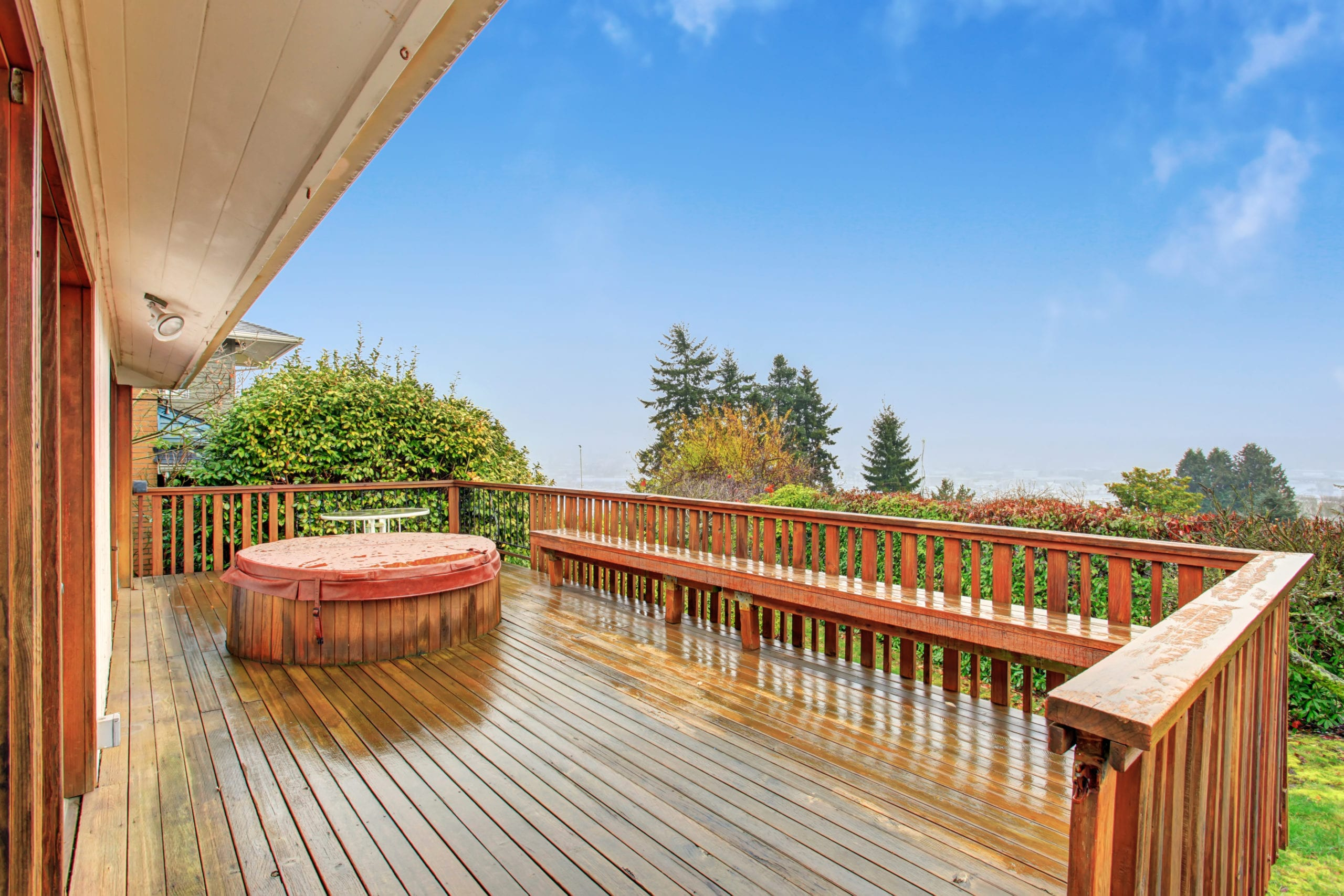 House deck with jacuzi